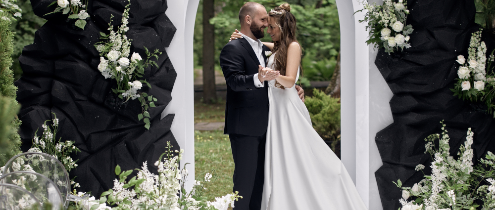 """""""The roads we choose draw the line of our life"""": a wedding outside the city"""