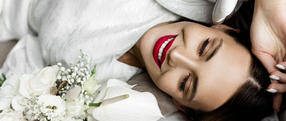 Two looks with red lipstick: fall 2020 trend
