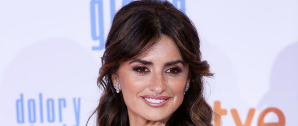 Penelope Cruz in a white dress: at the premiere of the film