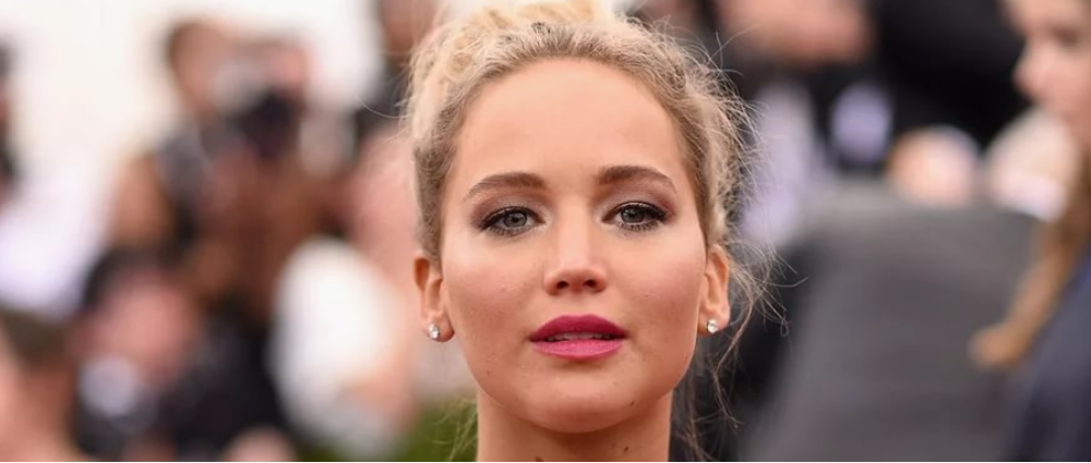 Jennifer Lawrence showed off the engagement ring: and it is luxurious